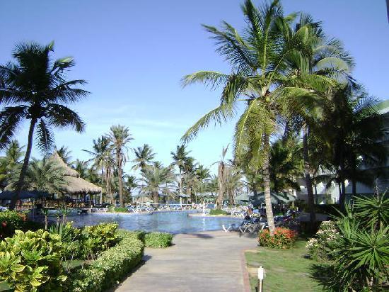 Isla Caribe Beach Hotel: Llegando al área de la piscina