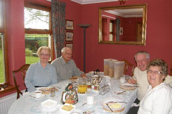 Home Farm Bed & Breakfast: Breakfast in the dining room