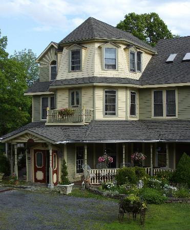 Washington Irving Inn: A close-up of the house