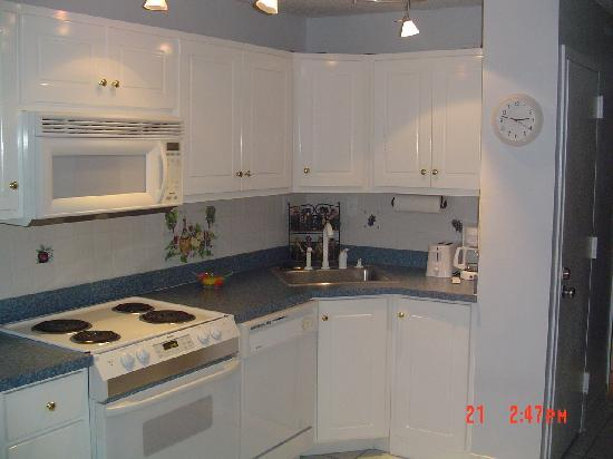 Top of the Gulf Suites: kitchen