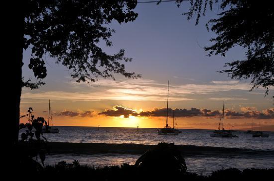 Maui Kai: Sunset from patio dining area of Aloha Mixed Plate