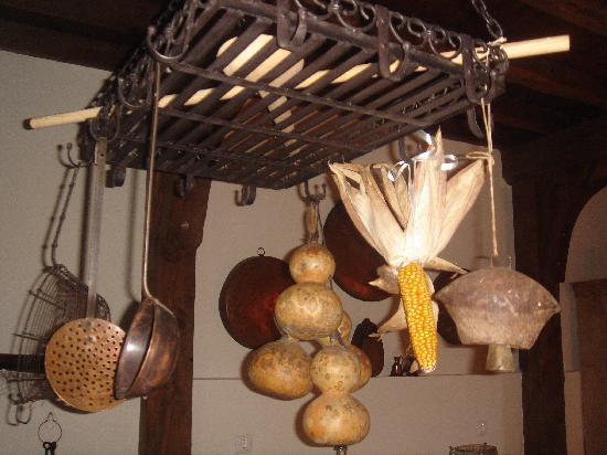 Meli Traditional House: Kitchen decor detail