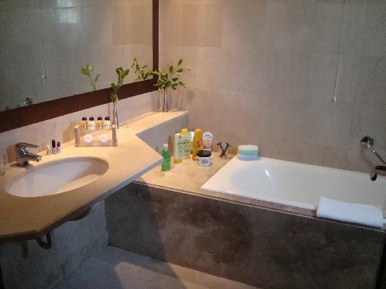 Mirabello Beach & Village Hotel : Our bathroom