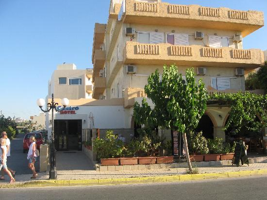 Castro Hotel: The front of the hotel/restaurant