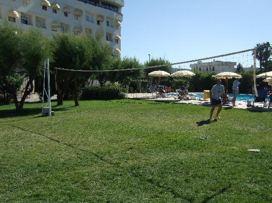 Hotel del Levante: Volleyball action by the pool