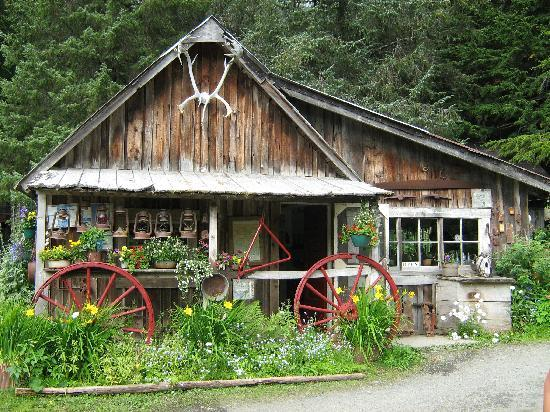 Girdwood, AK: One of the rustic buildings