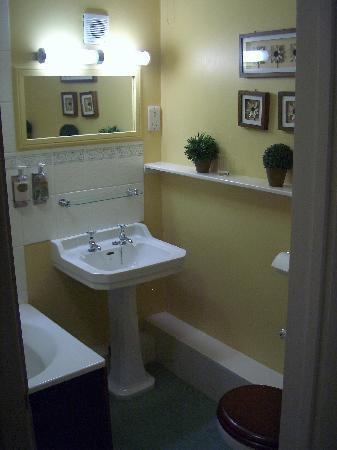 St. Olaves Court: spicchio di bagno