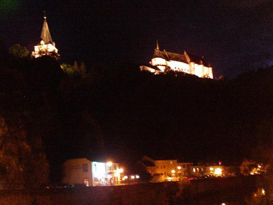 Hotel Petry: Banks of the river and the castle at night
