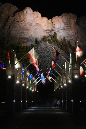 Mount Rushmore National Memorial: nightshot 2