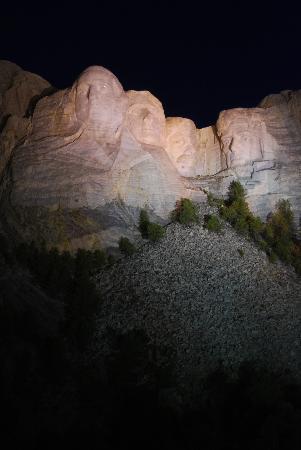 Mount Rushmore National Memorial: nightshot 1