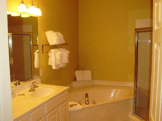 Master bedroom ensuite bath picture of island links resort hilton head tripadvisor Master bedroom with ensuite