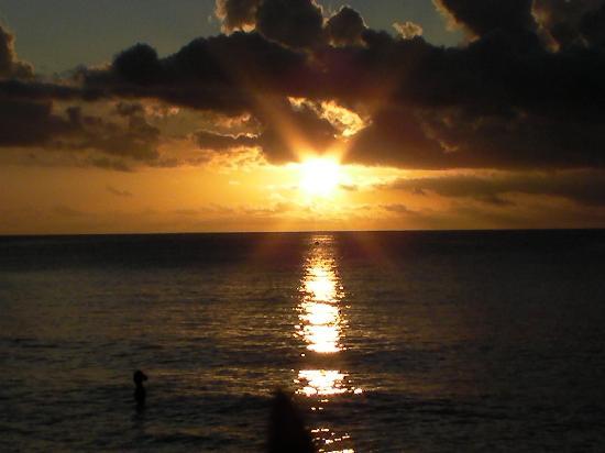 Berjaya Beau Vallon Bay Resort & Casino - Seychelles: tramonto dall'hotel