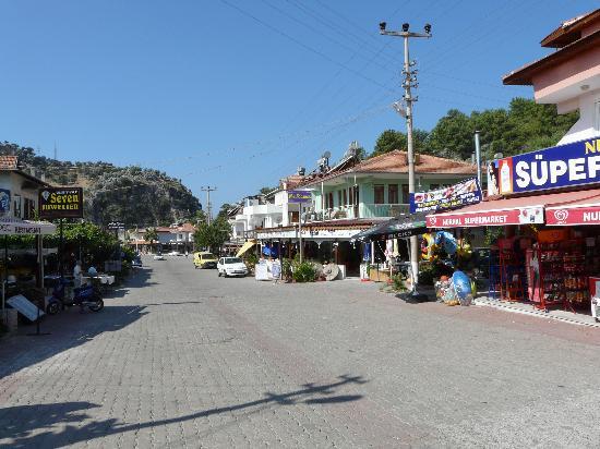 Ортака, Турция: Einkaufsstraße in Sarigerme