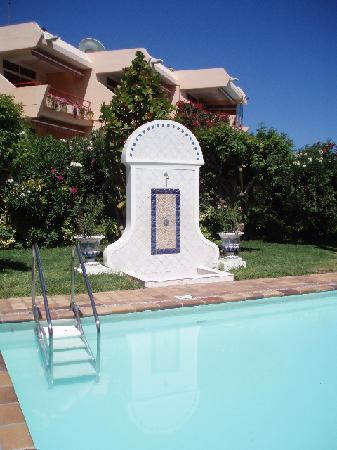 Apartamentos Taboga: Swimming Pool with shower
