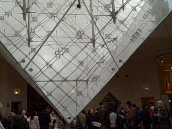 Le Louvre des Antiquaires: The Louvre Glass Piramid