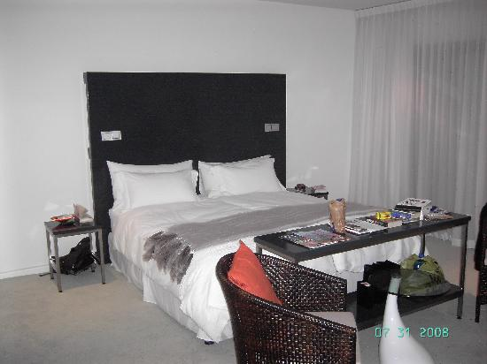 Dysart Boutique Hotel: We should have photographed it before distributing our junk about the room!