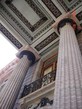 Juarez Theater (Teatro Juarez) : the exterior columns