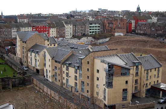 Atholl Brae Royal Mile: View of apartment from city bus tour