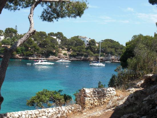 Hotel Cala Ferrera: Path to the beach