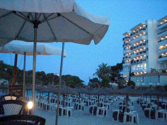 Hotel Cala Ferrera : Cala Ferrera beach bar by night