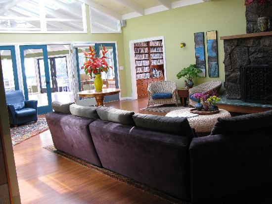Waianuhea Bed & Breakfast: interior view