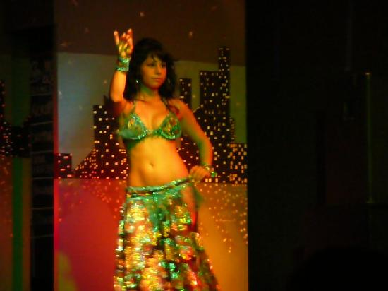 Hotel Aqua: belly dancer