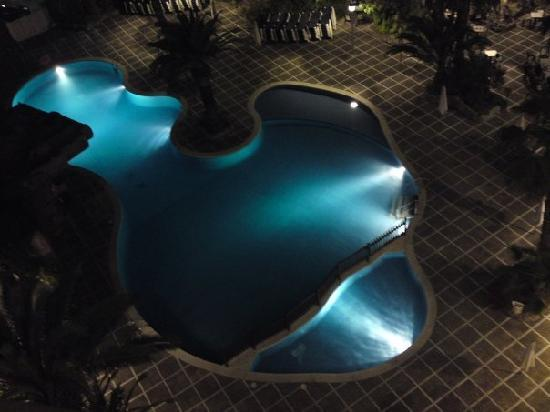 H10 Salou Princess: pool at night!!!