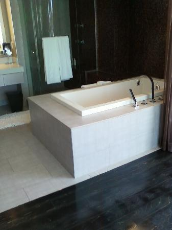 Jacuzzi Tub Picture Of Hard Rock Hotel San Diego San Diego - San diego rock and flooring