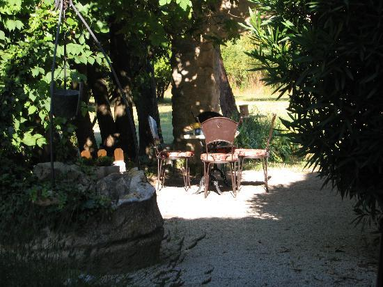 Mas Dom Pater: Secluded breakfast table