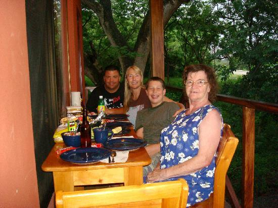 Cabinas Diversion Tropical: enjoying a meal on the balcony