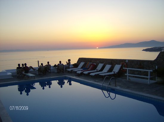 Hotel Tagoo: the pool at sunset