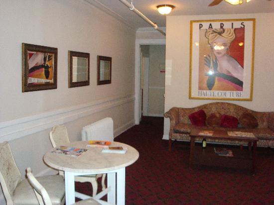 The Highland Inn: A little reading nook off the lobby