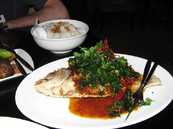 Sarong Restaurant: The deep-fried fish with an intese sauce was amazing