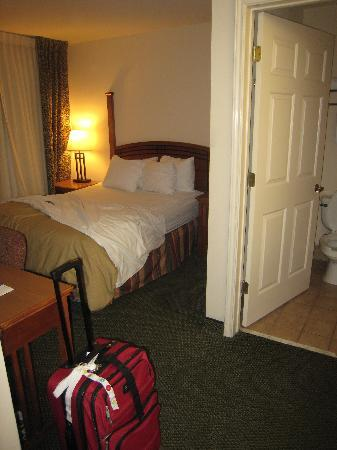 Staybridge Suites San Antonio NW Medical Center : master king room and bath