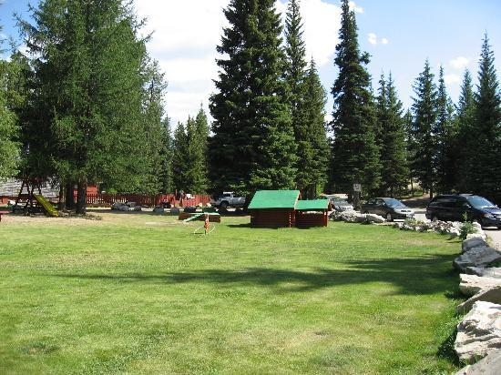 Idabel Lake Resort: courtyard