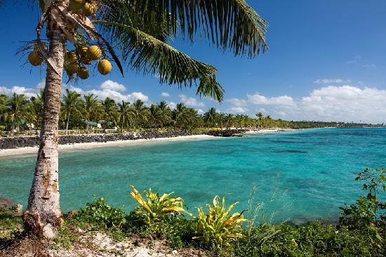 The Savaiian Hotel: Beach close by,