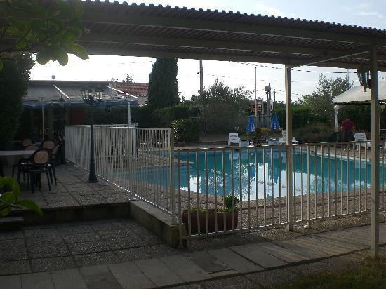 L'Hostellerie des Pins : la piscine
