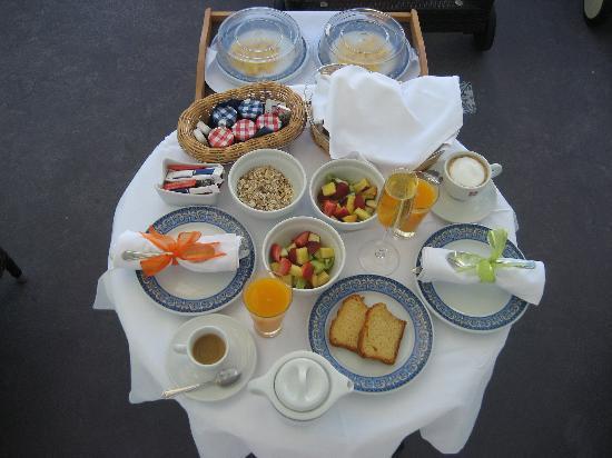 ดรีมส์ ลักชูรี สวีทส์: Breakfast