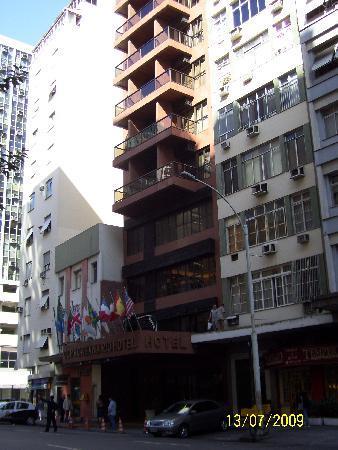Copacabana Rio Hotel: Vista del hotel desde la Av. Nuestra señora de Copacabana