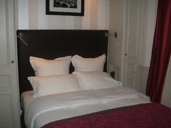 โรงแรมดูก๊องสอิฟเฟล: our room