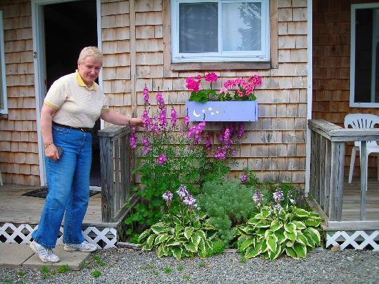 Twilite Motel: Pretty window boxes full of flowers outside our door!