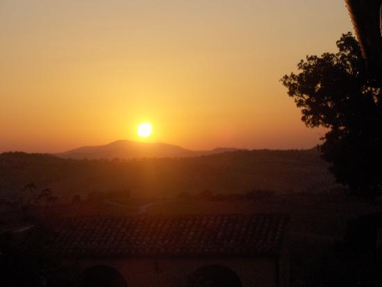 Cingoli, Italy: sorge il sole sul Conero