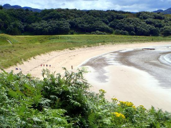 Ardconnel House B&B: a sandy beach on Loch Gairloch