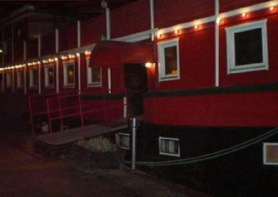 The Red Boat Hotel & Hostel: red boat by nighy