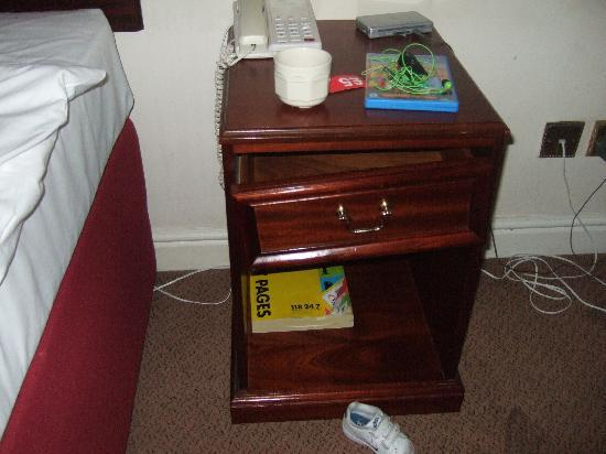 The Birmingham Hotel: broken drawer