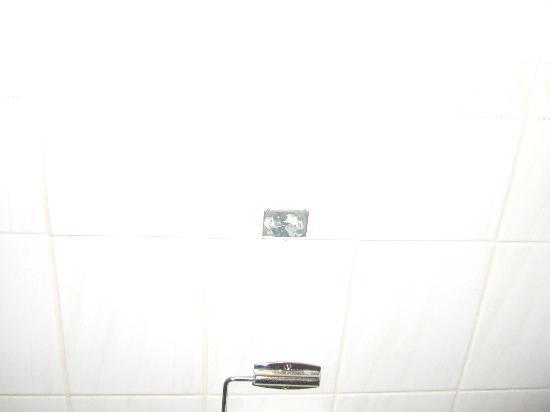 The Birmingham Hotel: bath