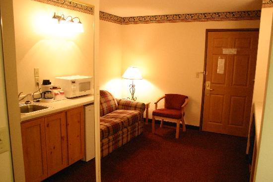 Ramada Summerset Rapid City West: one bedroom suite 3