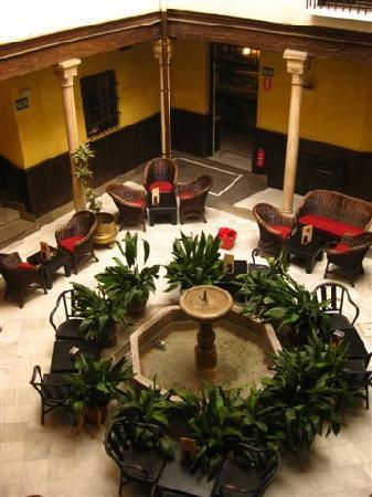 Casa Palacio Pilar del Toro Hotel: The Moorish patio in the hotel, rest / breakfast area