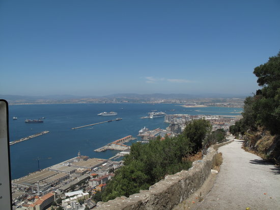 Gibraltar : the climb up