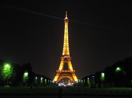 my best eiffel tower shot picture of eiffel tower paris tripadvisor. Black Bedroom Furniture Sets. Home Design Ideas